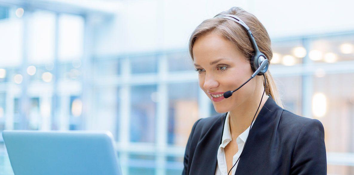 customer service operative in a call centre